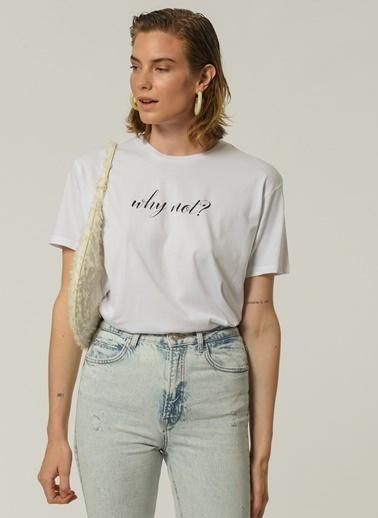 People By Fabrika Kadın Slogan Baskılı  Tişört PFKSS21TS0033 Beyaz